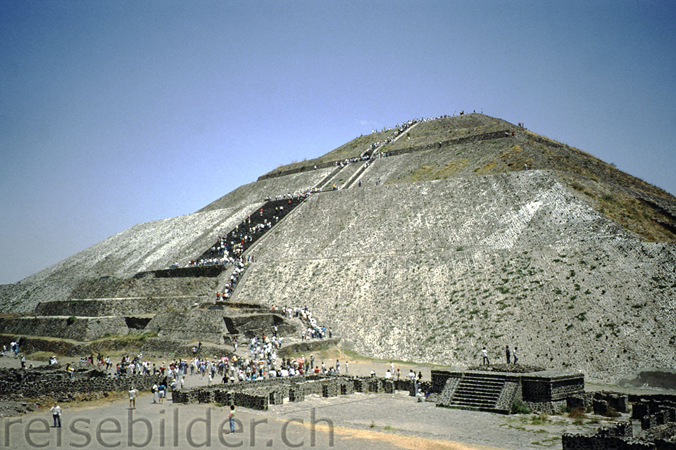 The Pyramid of the Sun (63 meters high) in Teotihuacán